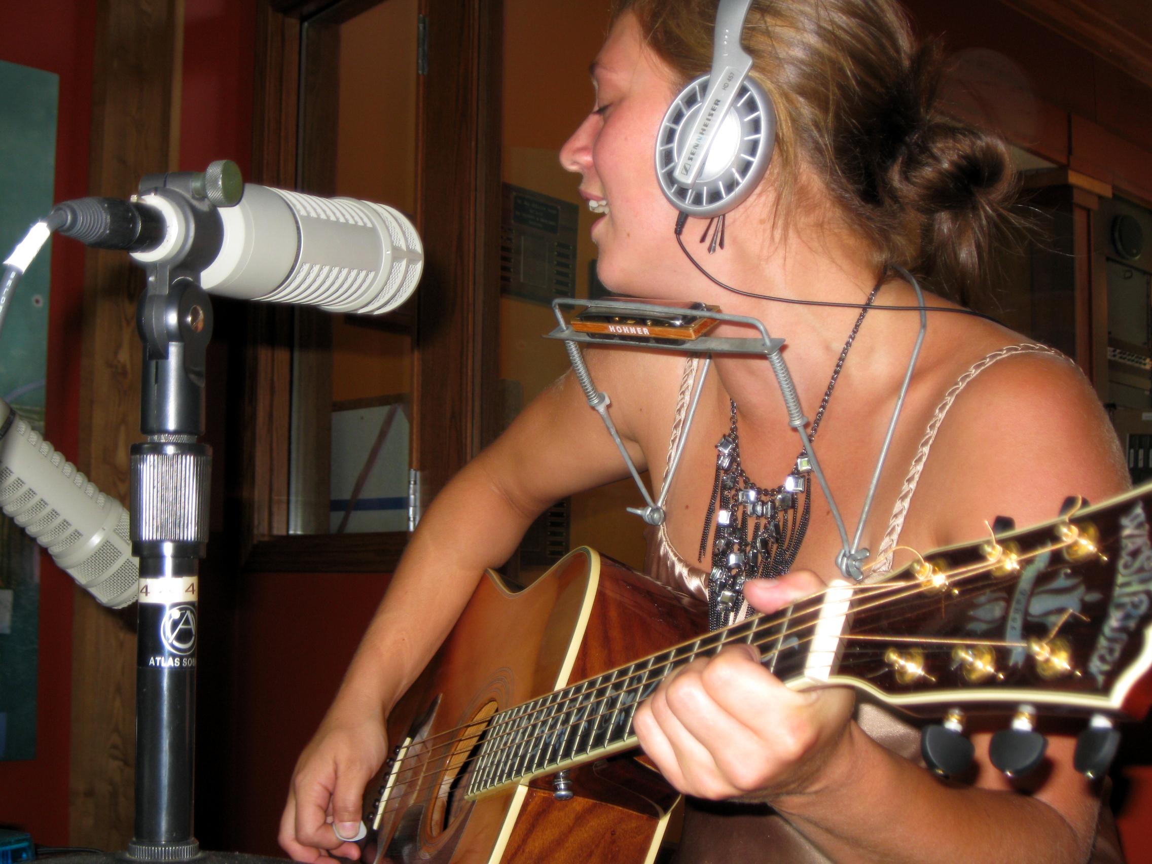 Aurora Baer, Singer/Songwriter from Aitkin/Duluth