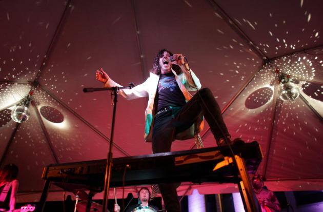 Piano Rock Superhero Mark Mallman Closes Down Shin-Dig 2013