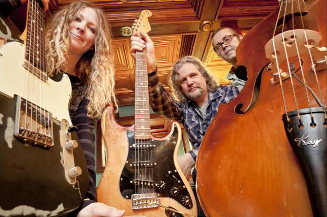 Nikki & Ruemates Deliver Solid Blues And Roots Music To Thief River Falls