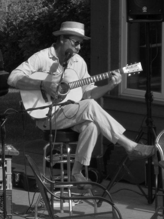 Bluesman Gordon Thorne brings great music & conversation to The Roadhouse