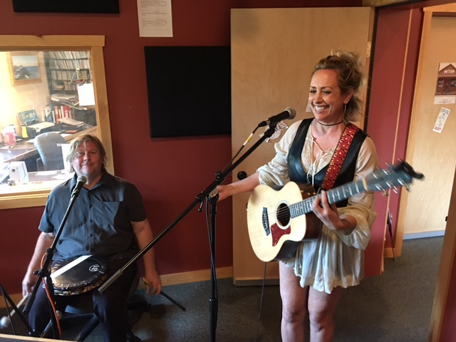 Singer/songwriter Courtney Yasmineh makes Roadhouse debut