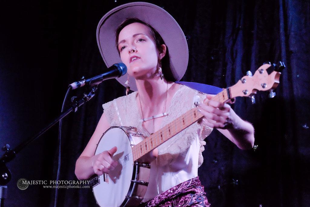 Kansas City banjo player Teri Quinn live on WTIP