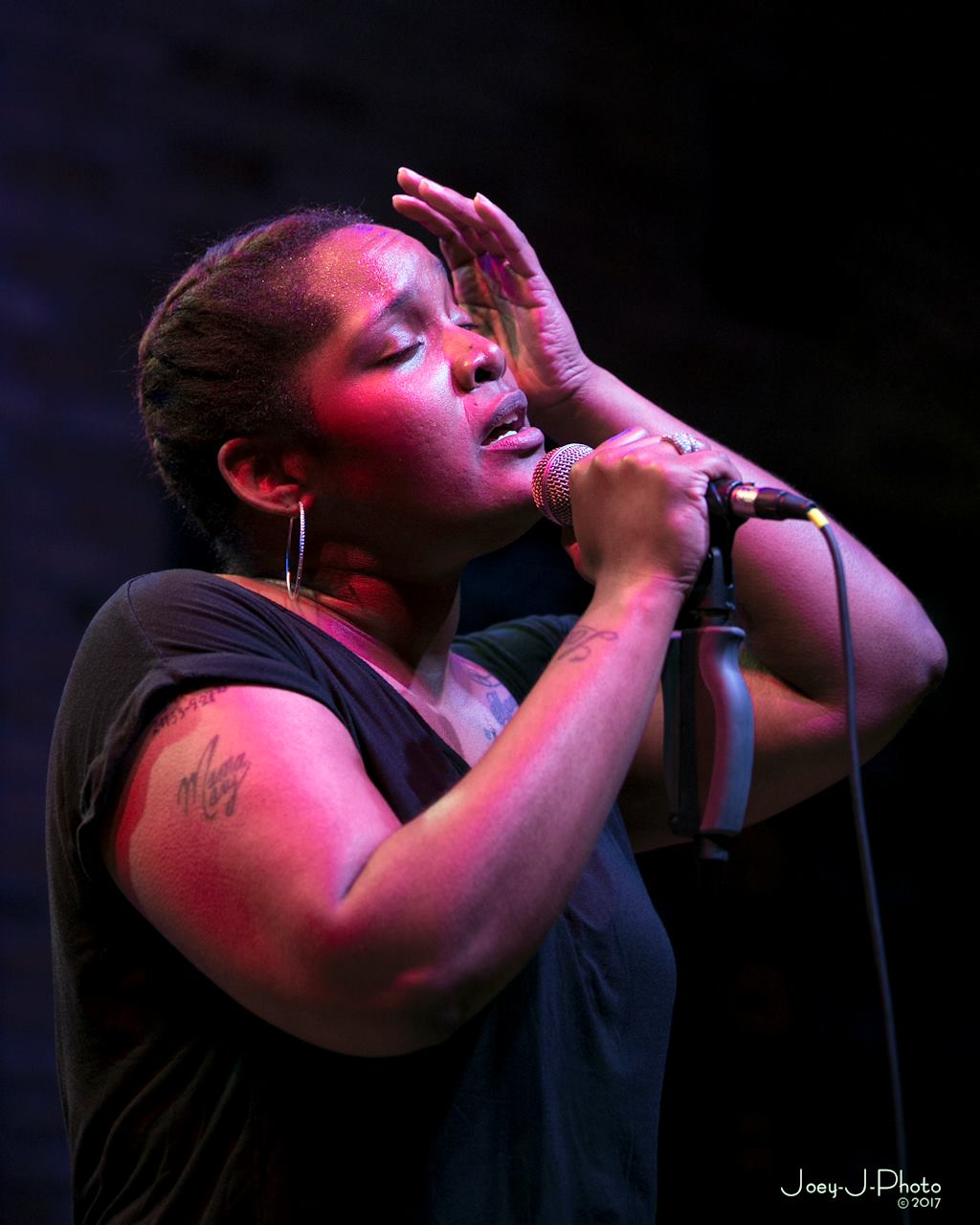 Multi-Talented Pavielle and Band Hold Forth at Crooner's in Minneapolis Friday Night June 29