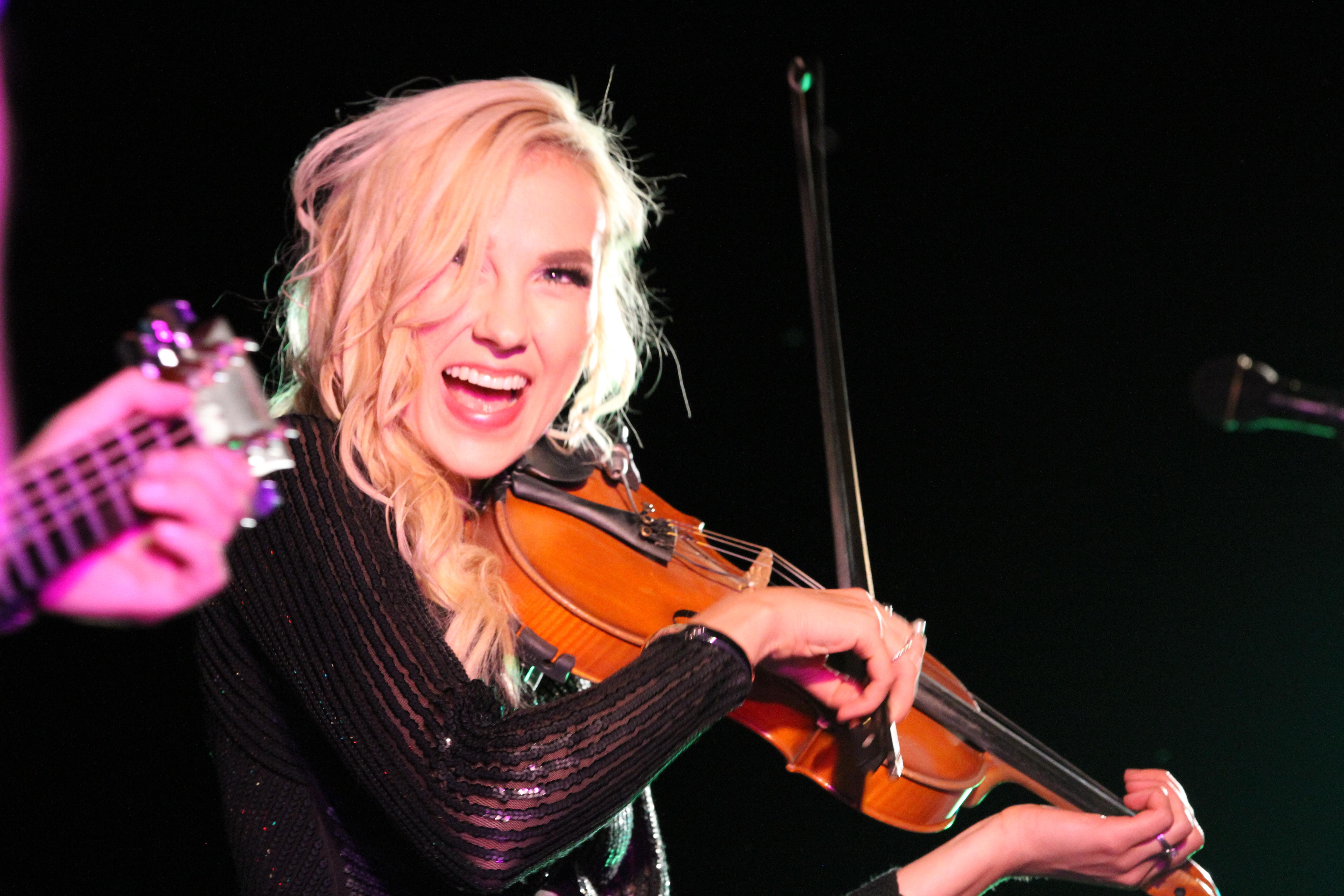 Roseau native Kari Nelson brings Nashville duo Kari & Billy to RiverFest