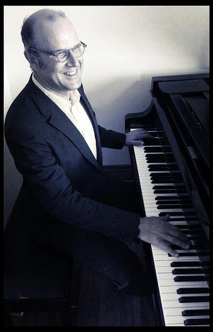 Pianist Jon de Vaal Focuses on the Audience
