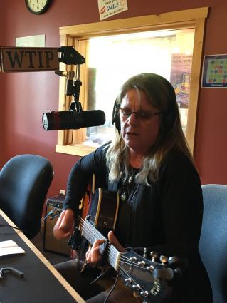 Colleen Myhre plays live on The Roadhouse