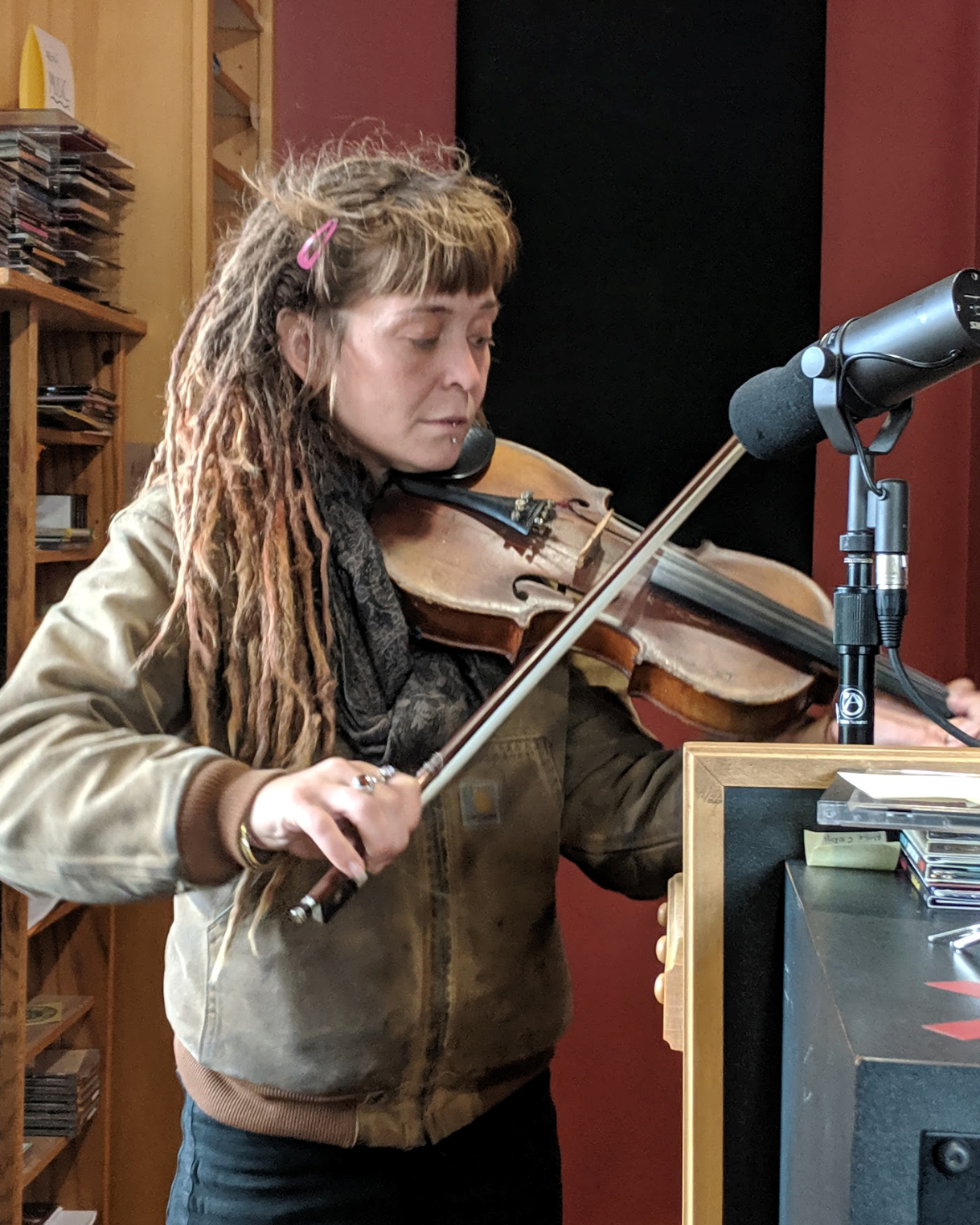 Abigail Arrowsmith fiddles on Scenic Route