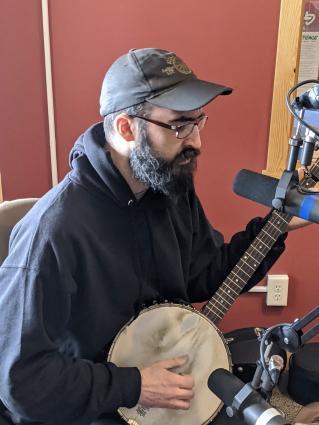 Mumblin Drew plays live on Sidetracks
